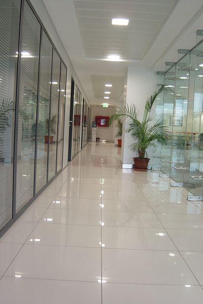 Limpieza de oficinas en Fuenlabrada, Alcorcón, Getafe, Parla, Leganés.  Cámara Servicio de limpiezas y conservación